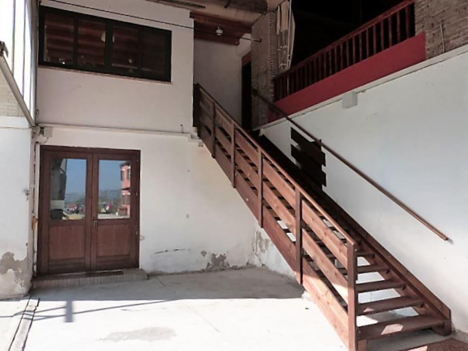 il monolocale è al primo piano