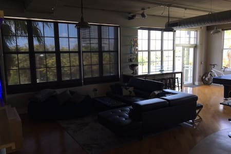 Swanky Industrial Loft near Downtown - Fort Lauderdale - Loft