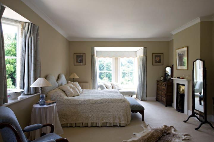 Can be made up as a large double or two single beds