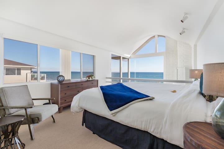 Quiet Beachfront Retreat - Sleeps up to 18