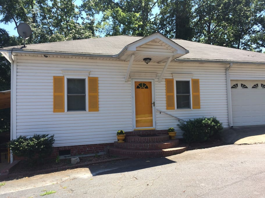 Betty 39 S Cozy Cottage Houses For Rent In Columbia South Carolina United States