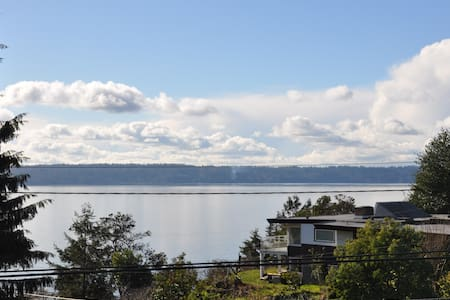 A private room in a Cozy Puget Sound View House - Burien - Casa