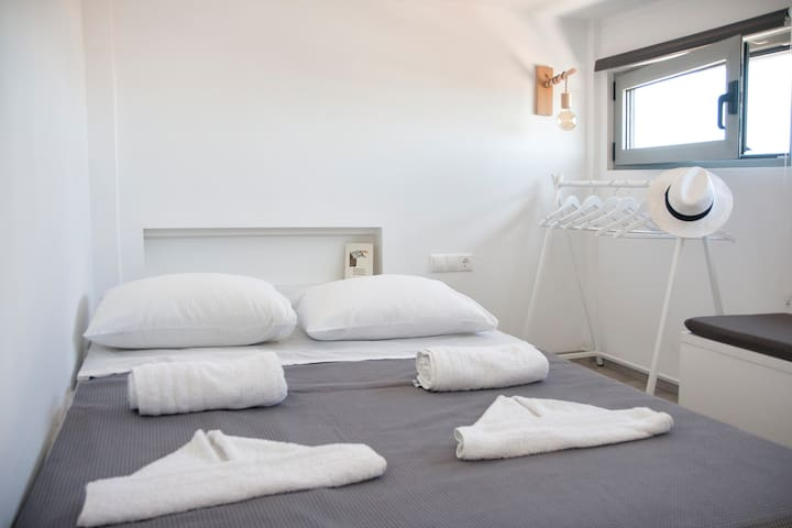 Axos apartments Basil Studio