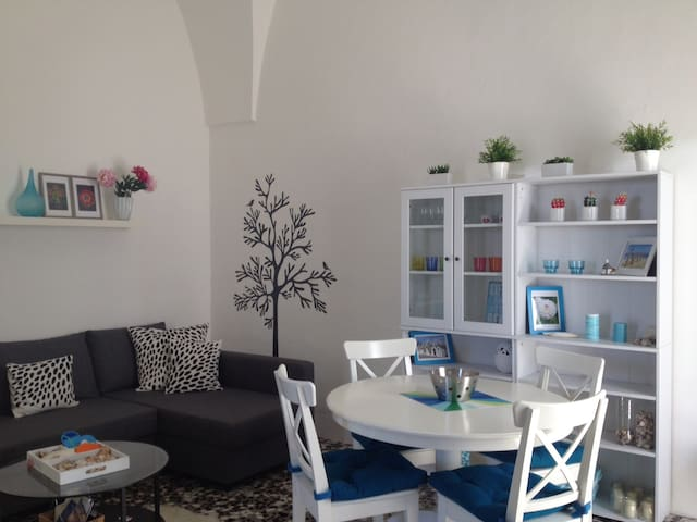 Modern appt in historical building - Parabita - Apartment