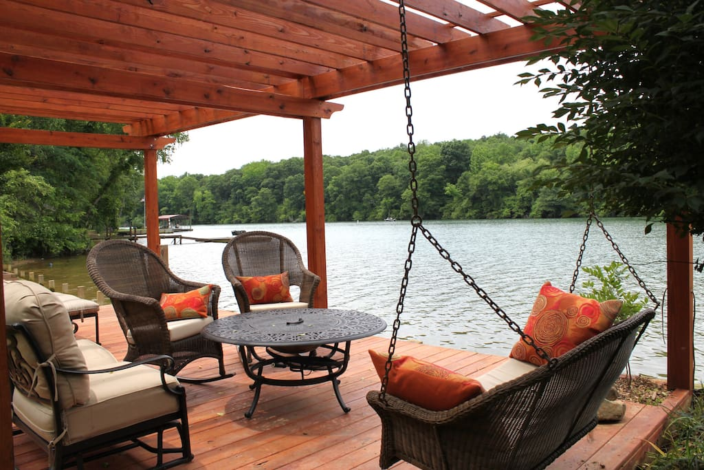 pergola to relax in front of lake
