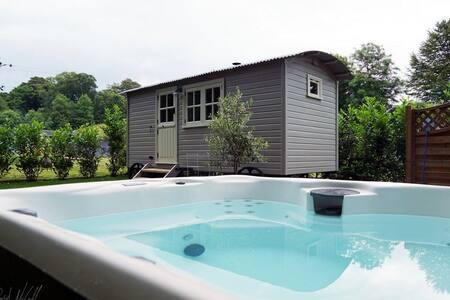 THE SNUG WITH HOT TUB, Longtown, Scottish Borders - Longtown - Hus