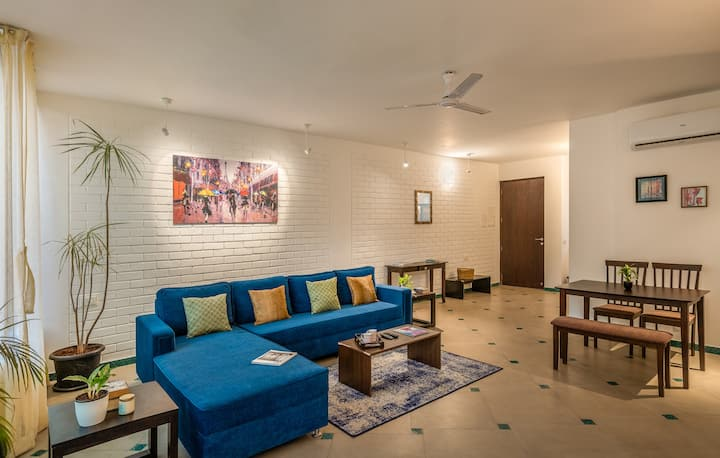 Spacious apartment with balcony view, pool,  Wi-fi
