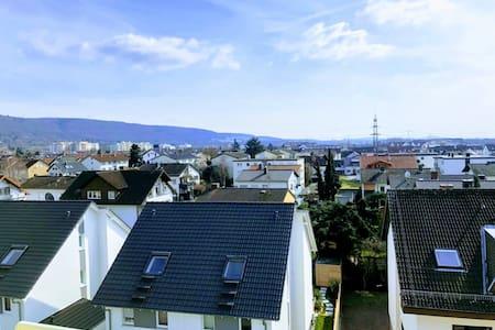 Gemütliche helle DG-Wohnung im ruhigem Heidelberg