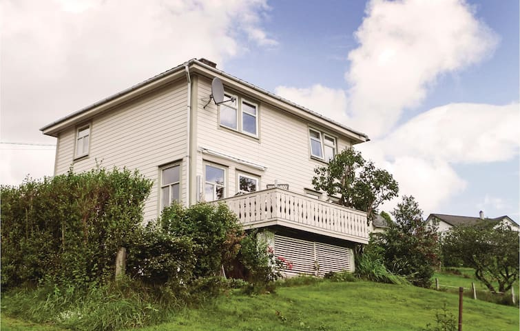 Holiday cottage with 4 bedrooms on 150 m² in Valen