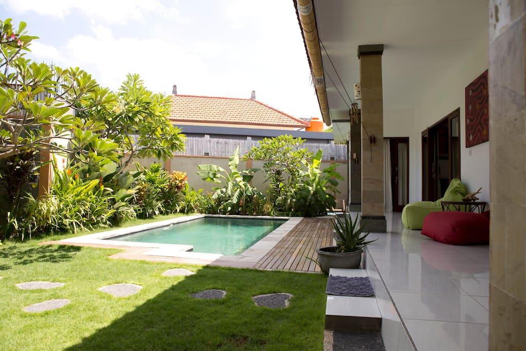 Swimmingpool, garden, rest space