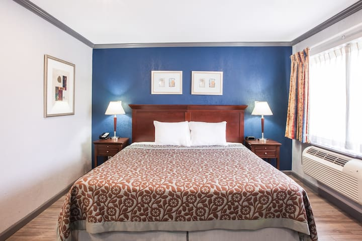 King Room with Private Bathroom in Downtown