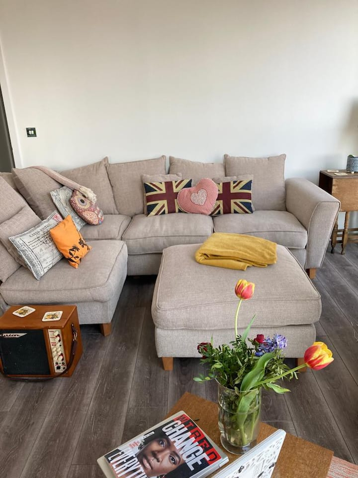Lovely room in beautiful flat in Ilford