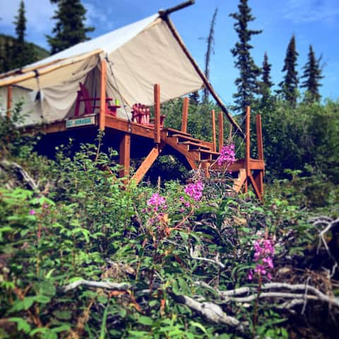 Alpenglow Luxury Camping, Glamping near a glacier