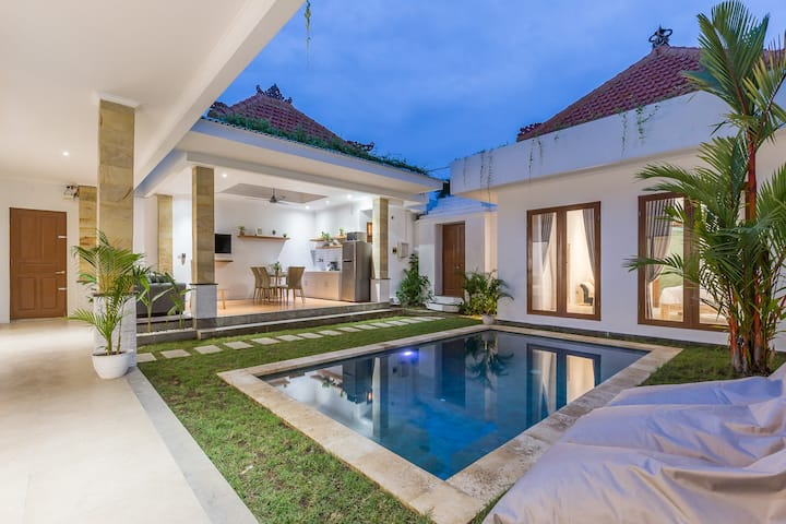 LOCATION!!! Villa Island Seminyak KuDeTa 3Bdr Pool