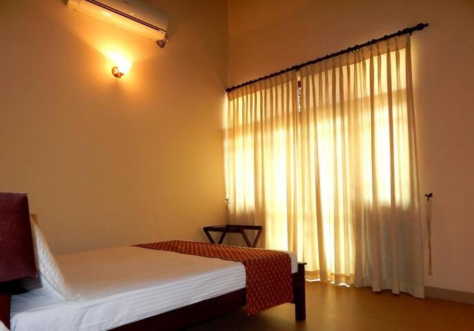 Sri Lanka Familystay Upstairs DBL Room- Manel