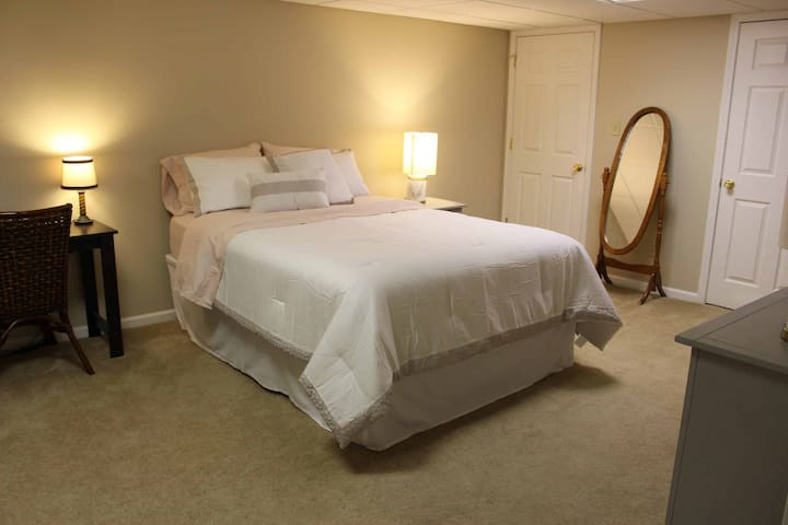 Cozy Suite near Downtown High Point