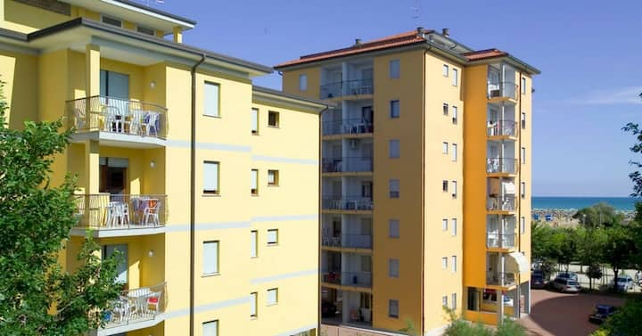 apt for 4+2 persons with a/c in Bibione R26108