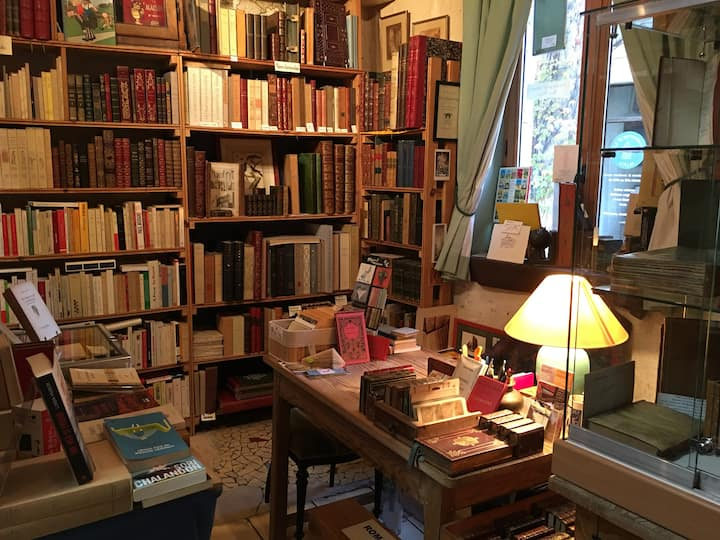 Gite librairie Centrale Sleep in a bookshop