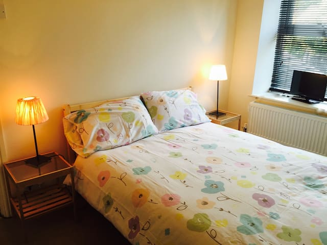 Lovely double  in Glossop - Glossop