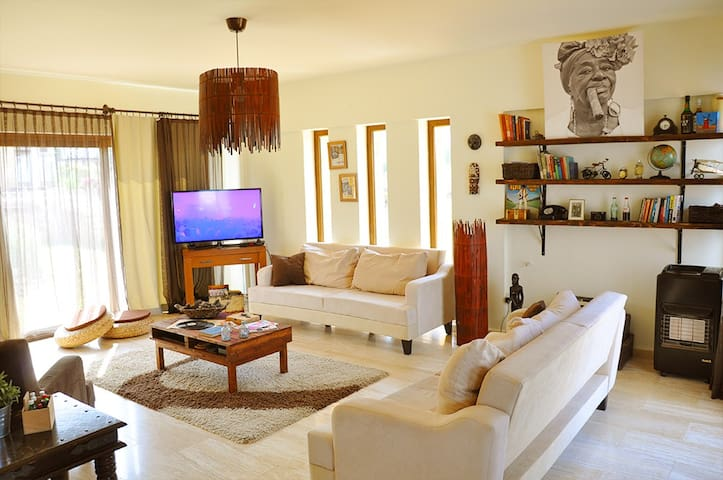 Private Room in Charming Home - Edremit - Casa