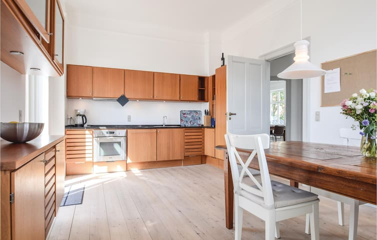 Holiday cottage with 4 bedrooms on 288m² in Tranekær