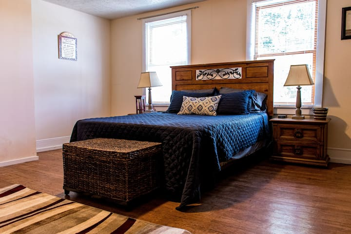 Cozy private 2 bedroom in downtown Indianapolis.