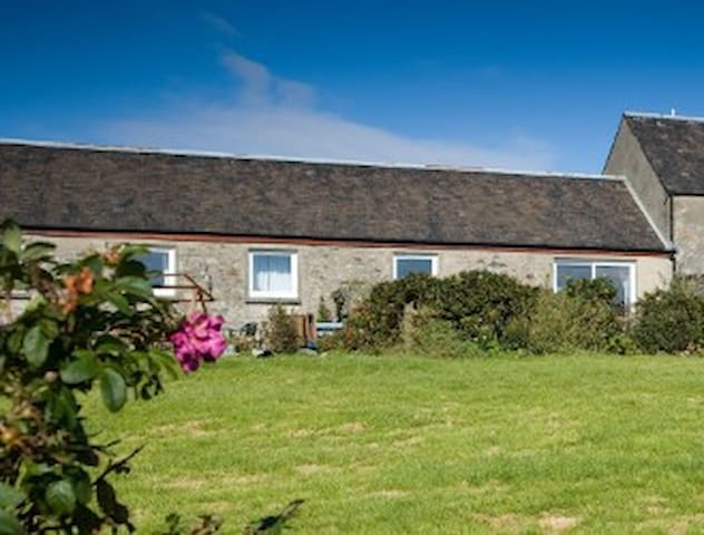 Coull Farm Cottage - Stunning Beach Views
