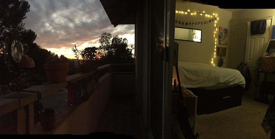 Cozy/relaxing room with balcony - Thousand Oaks