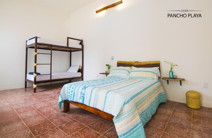 Suite Familiar baño exterior con Alberca-Desayuno