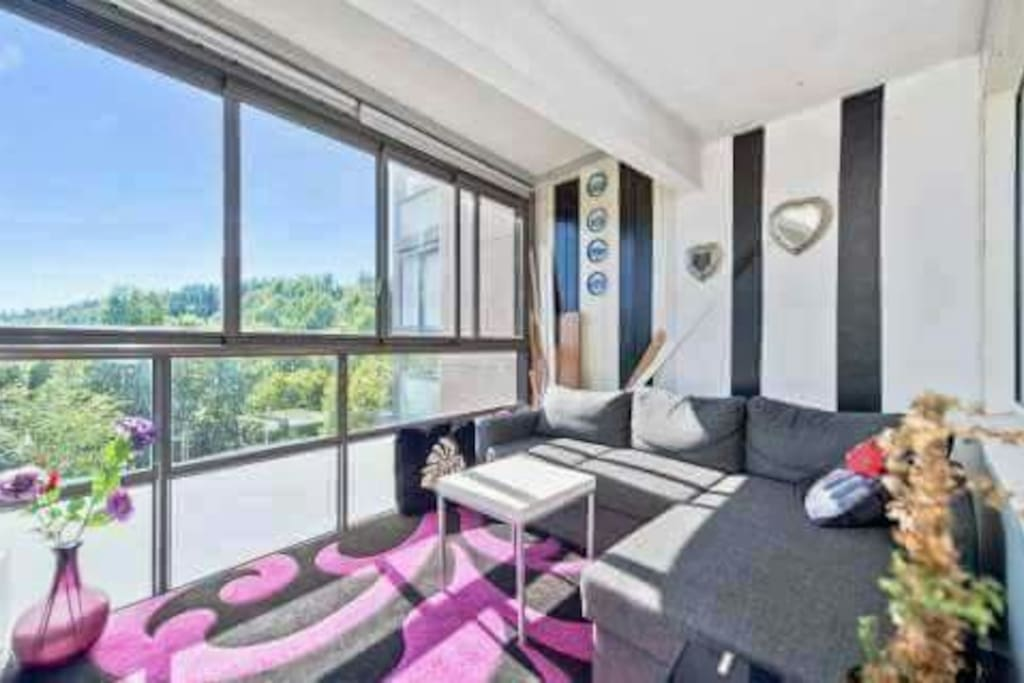 Innglasset balkong med ny sovesofa