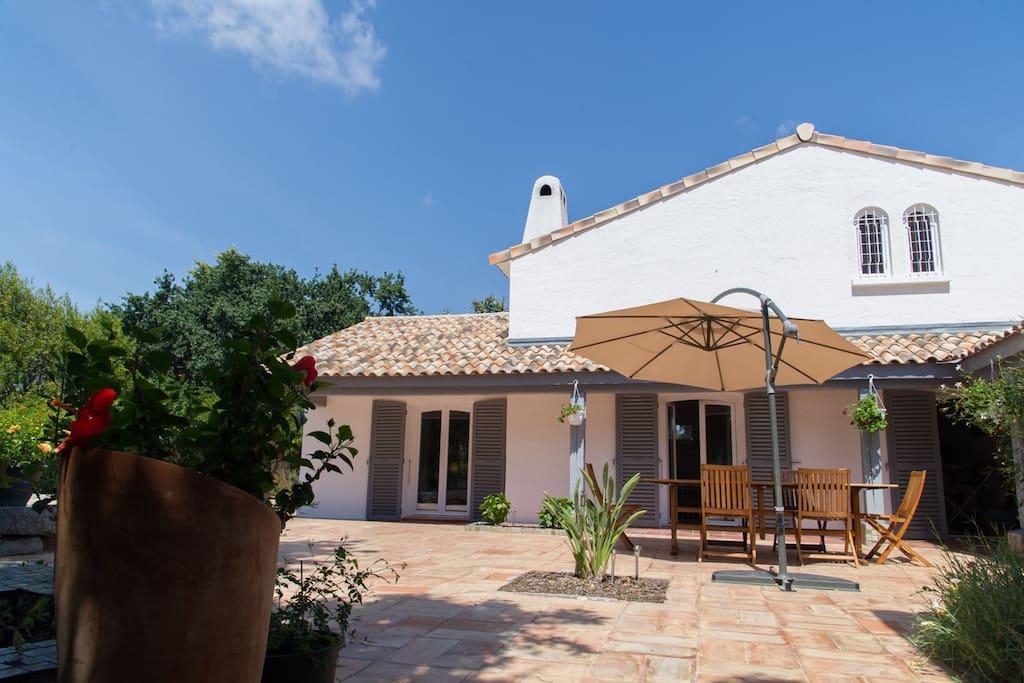 La maison, Une terrasse