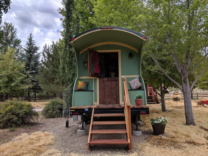 Riverfront Green Gypsy Wagon/Tiny House Getaway!