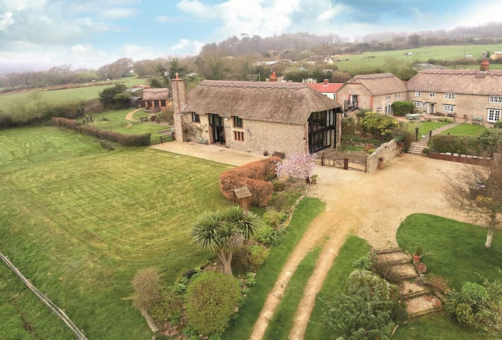 Champernhayes Barn - Wootton Fitzpaine, Nr Lyme Regis - House