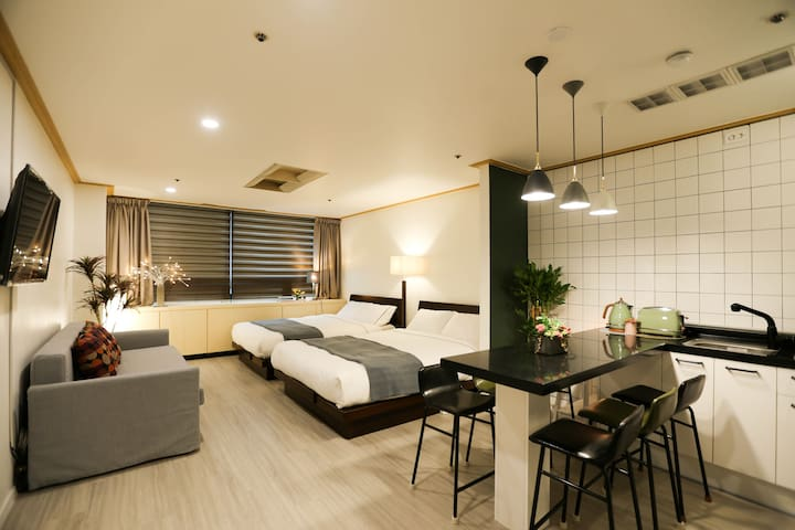 [New Open]Best Place Hongik Univ stn/Free WiFi