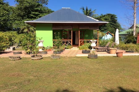 Benjamine Guesthouse - One Bedroom Bungalow