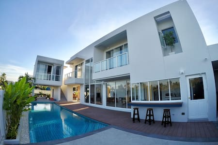 Bohemian Modern 3BR Private Pool Villa @Pranburi