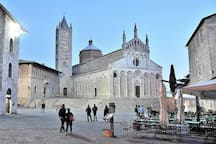 The Duomo is amazing during the evening, Many bars and restaurants but also wineries behind of me when I taken this photo.