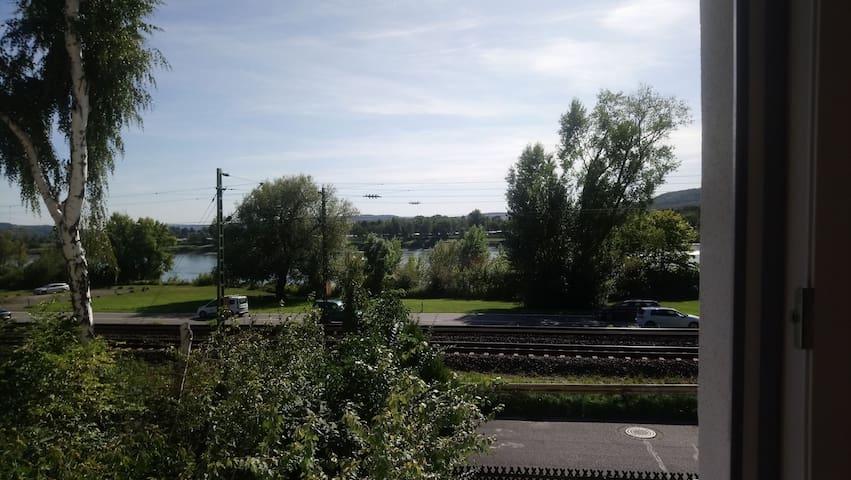 Zimmer mit Blick auf den Rhein