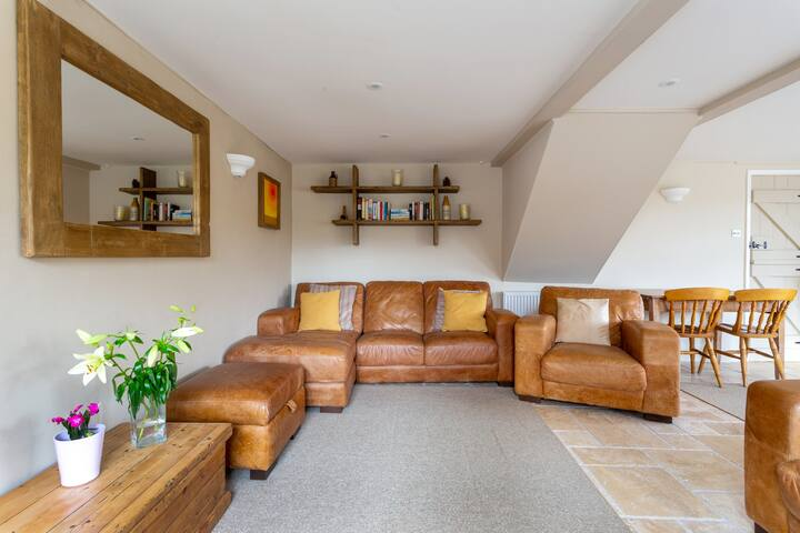 Barn Cottage - close to sea, pubs and walks - AONB