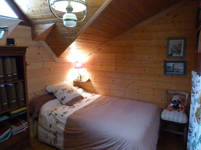 Aigueblanche/ lit 120 cm + pt déj** - Aigueblanche - Huis