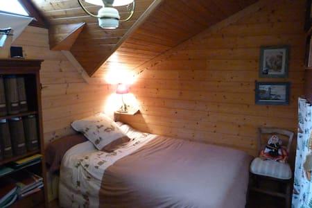 Aigueblanche/ lit 120 cm + pt déj** - Aigueblanche - Casa
