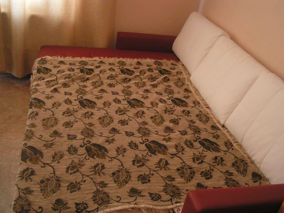 Разложенный диван в спальне