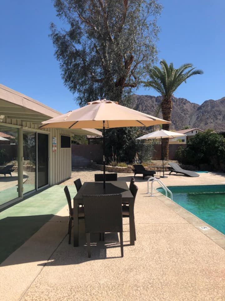 La Quinta Mid-Century Modern with pool & backyard