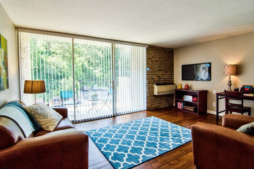 heart of chapel hill apartments for rent in chapel hill north carolina united states. Black Bedroom Furniture Sets. Home Design Ideas