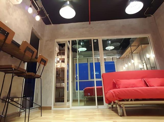 Cozy Loft 202 | 2Guest | 5 mins BTS Skytrain |WIFI - Bangkok
