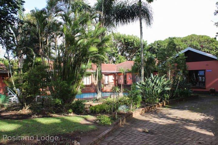 Positano Lodge: Private en-suite pool facing rooms