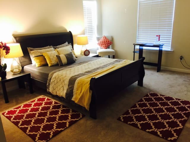Private room in a clean and modern New home!! - Henrico - Casa