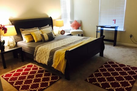 Private room in a clean and modern New home!! - Henrico - Hus