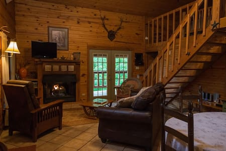 Secluded Log Cabin near Ponca, AR, Buffalo River