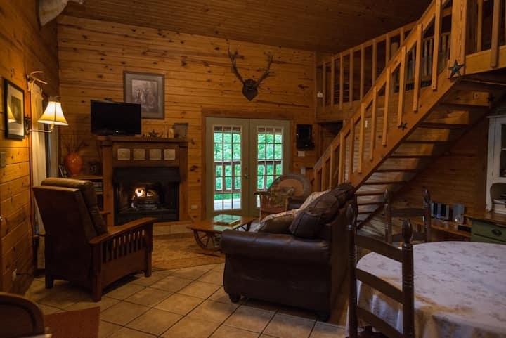 Secluded Log Cabin near Ponca, AR, Buffalo River